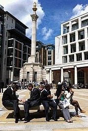 Lunchtime am Paternoster Square, London